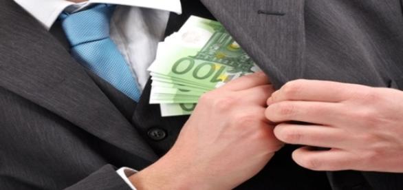 Bani mulți furați la Poliția Locală Sector 1