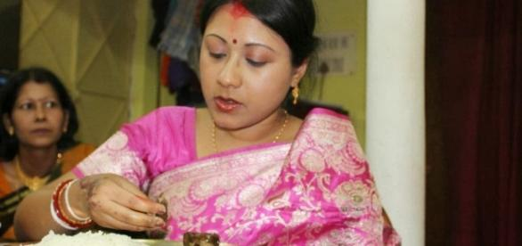 Decent Bengali Girl Pictures - Homely Housewives Health, Lifestyle - blogspot.com