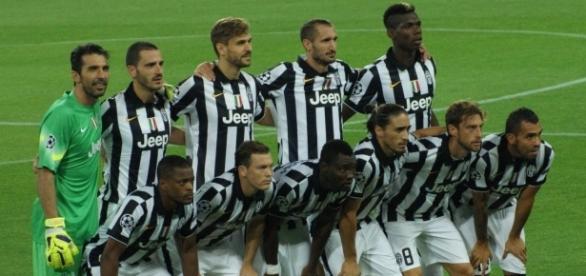Juventus vs Lyon [image: upload.wikimedia.org]
