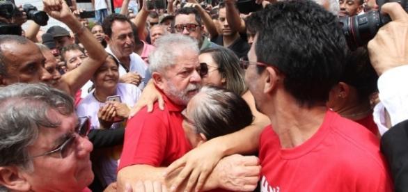 Lula visitou laboratório de universidade