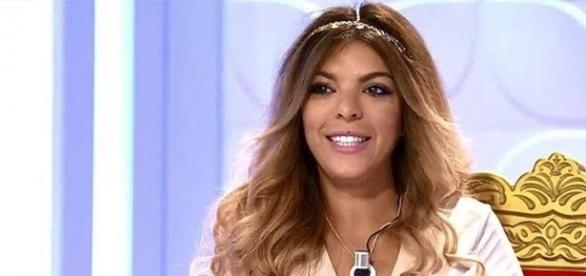 "Ana ""Anginas"" abandona el trono con.. | OpinaTV - opinatv.com"