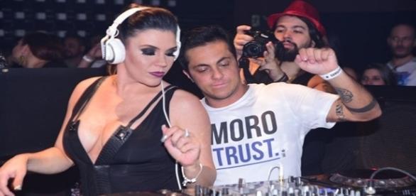 Thammy Miranda e a cantora Simony agitaram a balada gay na noite desta segunda-feira, 14 de novembro de 2016.