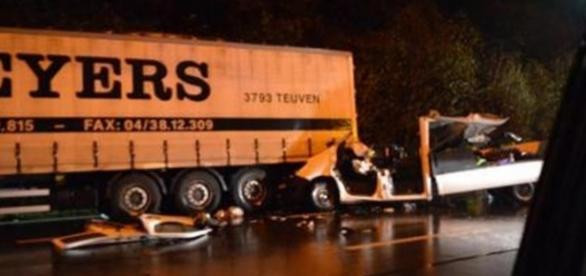 O acidente deixou a viatura completamente desfeita