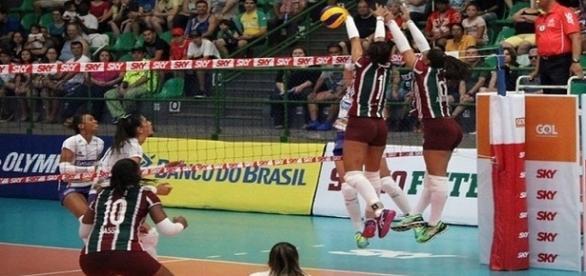 Bloqueio foi uma das armas do Fluminense na vitória sobre o Renata/Valinhos (Foto: Júlia Rodrigues/FFC)