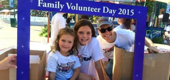 Family Volunteer Day is a great way to give back right before Thanksgiving. / Photo via Megan Borho, DDR Public Relations. Used with permission.