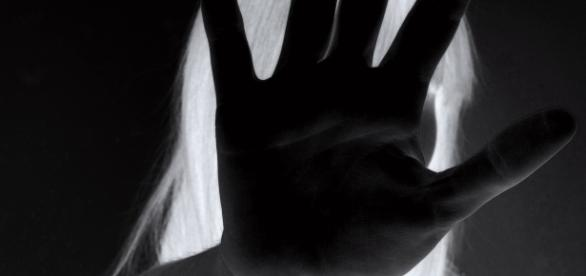 Mulher é encontrada desacordada dentro de uma lixeira