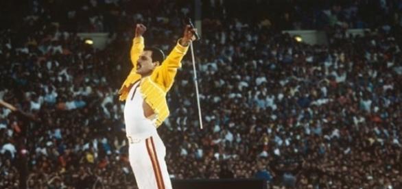 Shows em estádios lotados marcaram a carreira do Queen