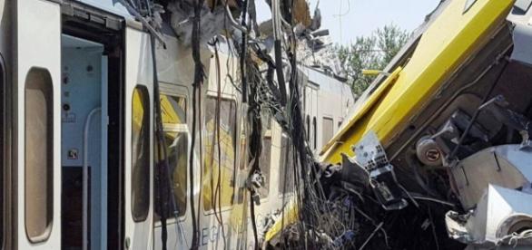 Disastro ferroviario in Puglia: figlia di una vittima ricorda promesse fatte da Renzi, ma viene bloccata su facebook