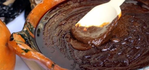 El mole hecho en olla de barro es el tradicional y el más sabroso
