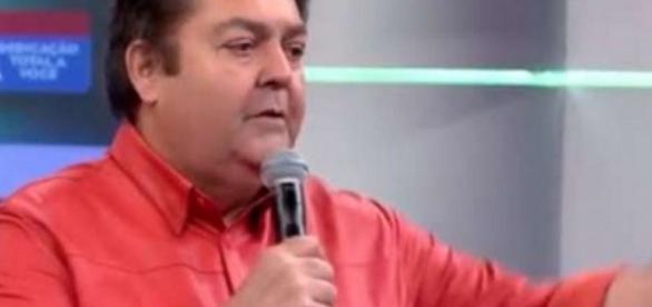 Faustão faz desabafo ao vivo na Globo