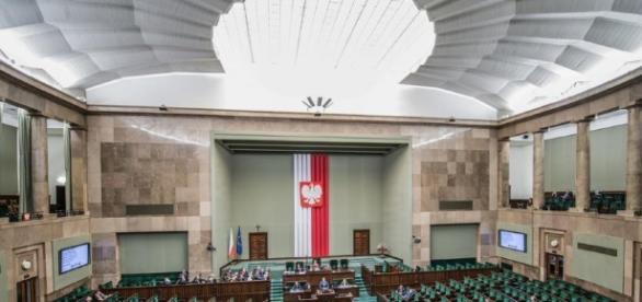 PiS i PO zyskują poparcie, Nowoczesna traci. SONDAŻ CBOS ... - dziennik.pl