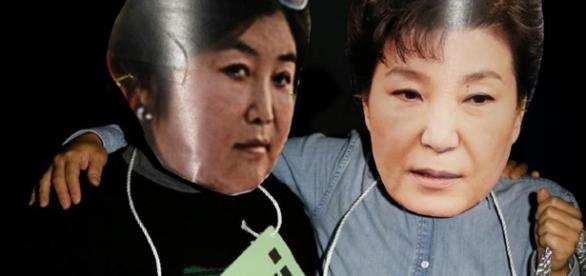 Foto delle proteste contro la presidente coreana e la sua consigliera - foto Al Jazeera