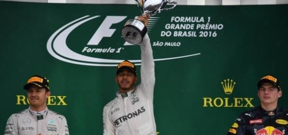 Hamilton wins chaotic Brazil GP - Motorsport - Inside Sport - com.au