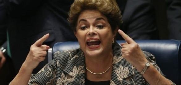 'Indignada', Dilma, exige todos os direitos de um ex-presidente da República.
