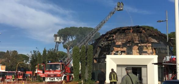 Lo sconforto dei residenti per l` incendio dell`Auditorium Albergotti