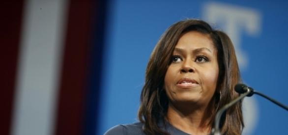 Michelle Obama sofre racismo em comentário no Facebook
