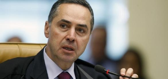 Ministro Luís Roberto Barroso elogia o trabalho de Sérgio Moro