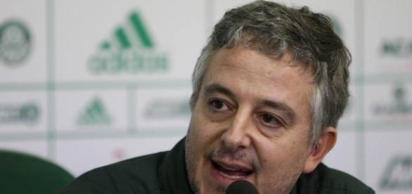 O presidente do Palmeiras, Paulo Nobre, levantou a hipótese de compra do estádio