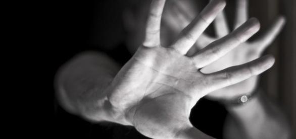Ao ter o vídeo de seu estupro publicado no WhatsApp, mulher se suicidou