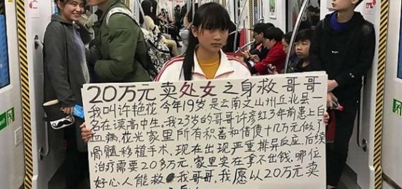 Imagens da jovem querendo vender sua virgindade.