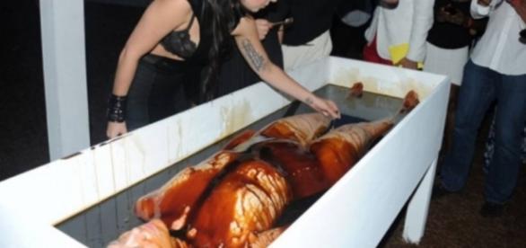 Lady Gaga se defende contra satanismo e diz o que ninguém imaginava