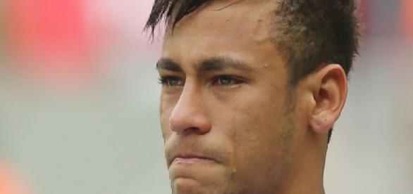 Neymar chora em evento de futebol