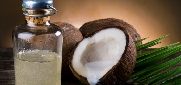 Óle de coco que beneficia a saúde