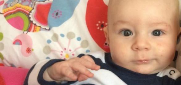 Bebê Joseh estava mamando quando sua mãe foi insultada
