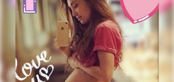 Fãs curtem e comentam a foto de Anahí mostrando o barrigão