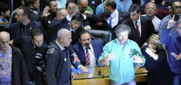 Manifestantes invadiram sessão plenária (Foto:Lucio Bernardo Jr/Câmara)