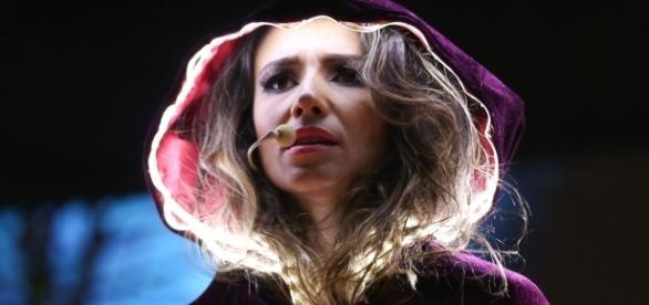 Os supersticiosos acreditam que após a dança estranha que não era típicada cantora, as coisas 'mudaram'.
