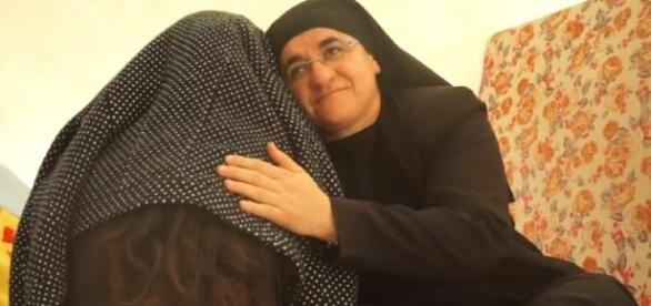 Schwester Hatune kümmert sich um Flüchtlinge (Screenshot)