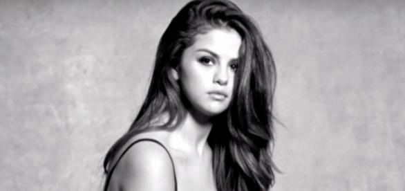 Selena Gomez está escrevendo livro polêmico