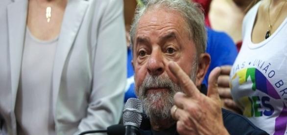 Defesa do ex-presidente Lula requer que Sérgio Moro acione a presidência da República