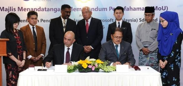 Ministry of Education signs MoU with Microsoft Malaysia to support ICT driven teaching and learning