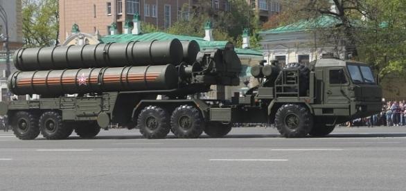 Sistemul de rachete S-400 Triumf, capabil să distrugă orice aeronavă inamică - Foto: Wikipedia