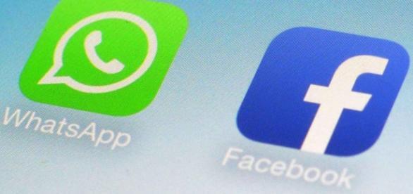 WhatsApp si Facebook pe smartphone