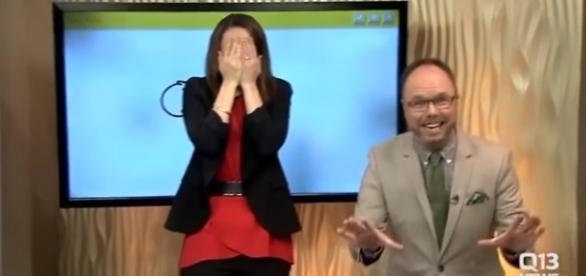 Apresentadora desenha pênis ao vivo em programa matutino nos EUA   Fonte: FOX/Reprodução