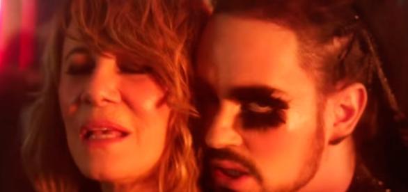Johnny Hooker e Renata Sorrah em uma das cenas do clipe