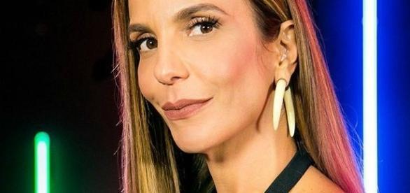A cantora Ivete Sangalo está revoltada com a emissora Record