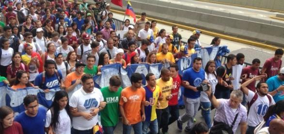 Estudiantes Universitarios de nuevo en la calle exigiendo sus derechos
