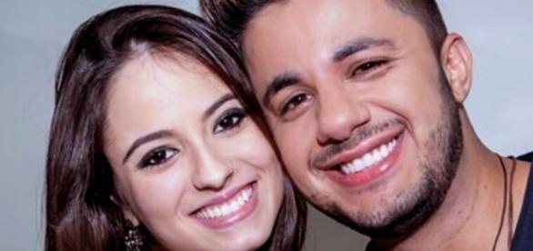 O cantor e a namorada faleceram num trágico acidente de carro, em 24 de junho de 2015