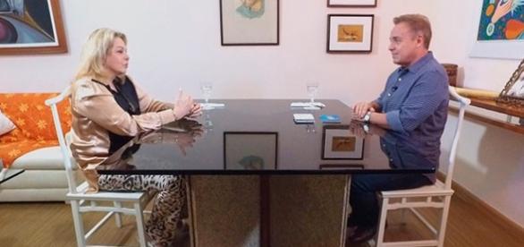 Vera Gimenez recebe Gugu para entrevista exclusiva