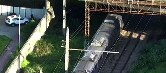 Pai e filhos de 3 e 5 anos colhidos mortalmente por comboio