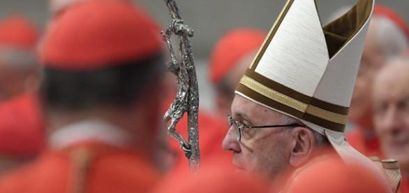 Cardeais conservadores publicam uma carta contra um documento do papa Francisco.