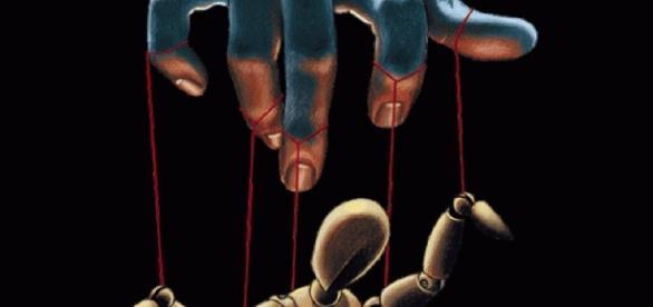 Como marionetes, somos controlados pelas elites através da mídia