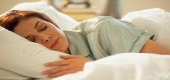 Pessoas mais inteligentes costumam dormir mais.