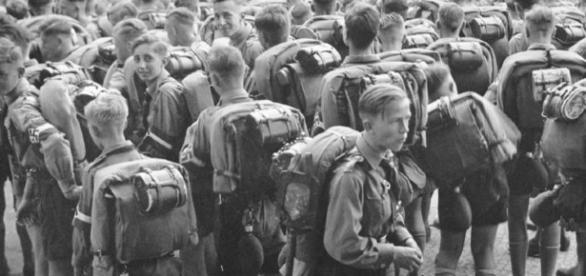 Quel (non) strano interesse di Hitler per i boy scout | Poche Storie - corriere.it
