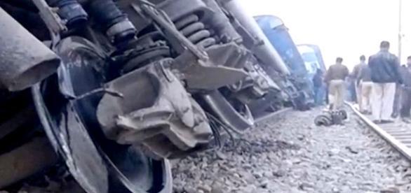 Aumenta o número de mortos na Índia após descarrilamento de trem