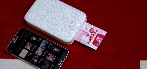 De tamaño sililar a un Smartphone